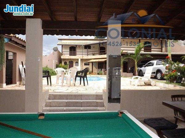 Casa no Quinta das Videiras  Casa com 04 dormitórios, sendo 3 suítes, 1 master, 2 salas, cozinha e copa, piscina, salão com churrasqueira.