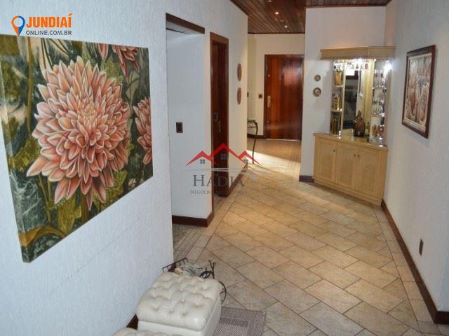 Linda casa de alto padrão á venda no condomínio samambaia em Jundiaí SP.