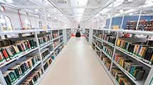 Biblioteca disponibiliza computadores para curso online sobre mundo digital